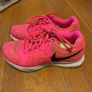 Pink Nike Zoom Pegasus 31 Running Shoes. Size 6.5
